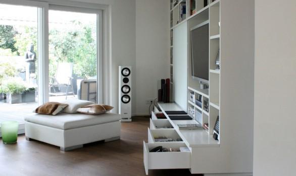 Multifunktionale Wohnzimmerwand