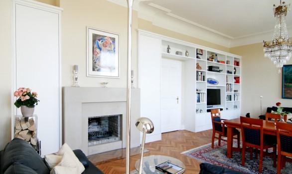 Wohnzimmerregal im Altbau