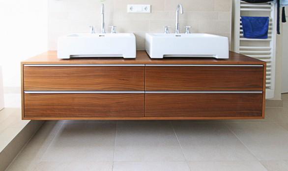 Elegantes Lowboard als Waschtisch